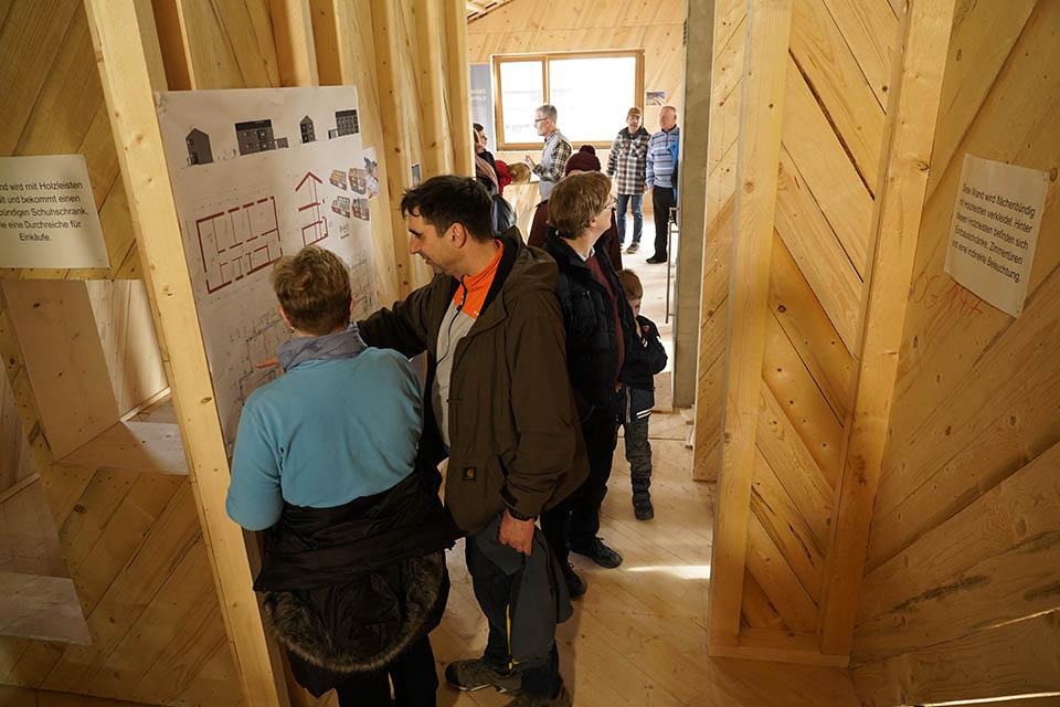 Viele Interessenten schauten zum Tag der offenen Tür bei der Firma 8HAUS vorbei