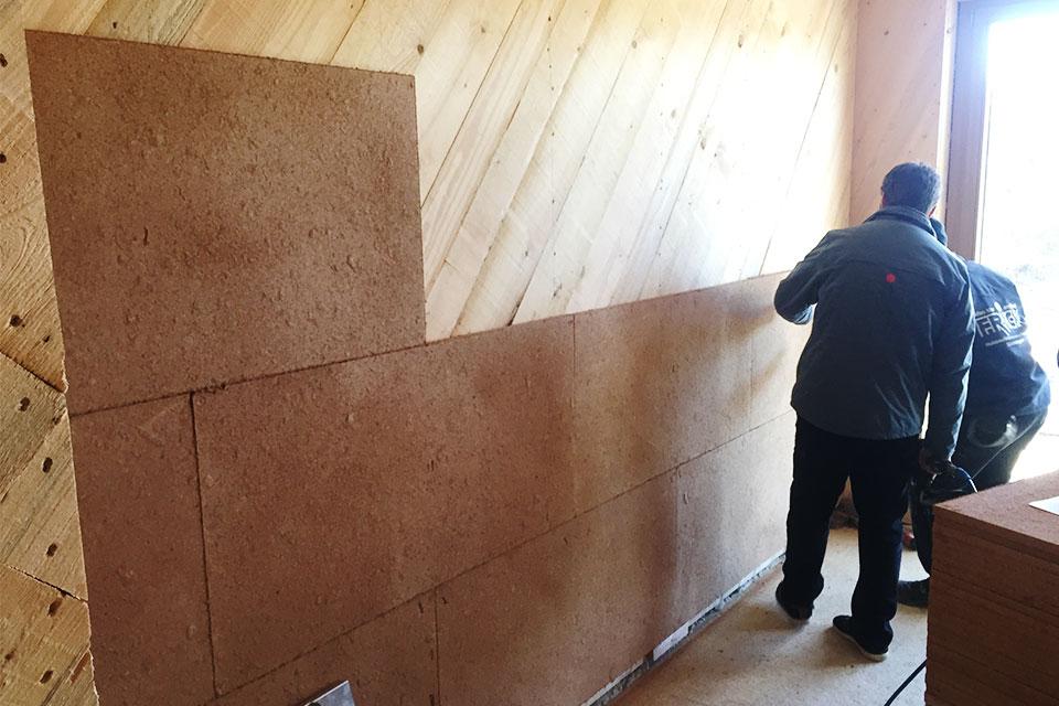 Lehmbauplatte an der Innenwand